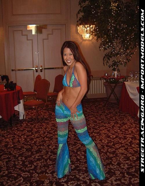 BikiniModelExpoLosAngelesCa0422011105424919acc3.jpg