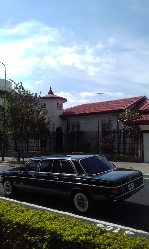 UNIQUE-SAN-JOSE-MANSION-COSTA-RICA-MERCEDES-300D-LIMOUSINE.jpg