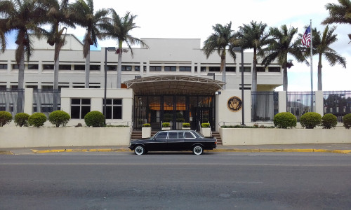 US-Embassy-San-Jose-Costa-Rica-LIMOSINA-MERCEDES-300D.jpg