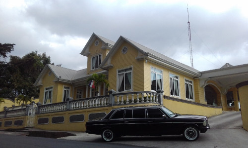 YELLOW-MANSION-AND-A-LIMOUSINE.-COSTA-RICA-MERCEDES-300D-TOURS..jpg