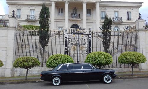 vintage-mansion-los-yoses-COSTA-RICA-LIMOSINA-MERCEDES-300D.jpg