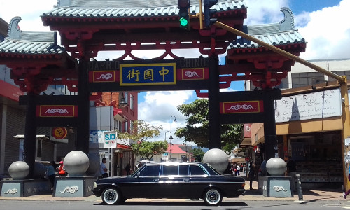 Barrio-Chino.-COSTA-RICA-LIMOUSINE-MERCEDES-W123-SEDAN-TOURS.jpg