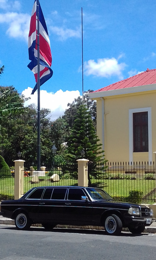 COSTA-RICA-FLAG-WITH-A-MERCEDES-300D-LANG-LIMO.jpg