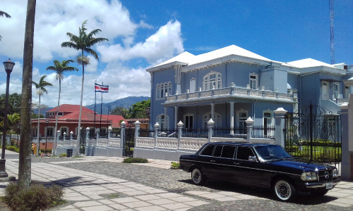 Castillo-Azul-Costa-Rican-Legislative-Assembly-LIMOUSINE-MERCEDES.jpg