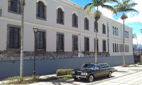 Costa-Rica-Legislative-Assembly.-MERCEDES-300D-LIMOUSINE-CITY-TOURS.jpg