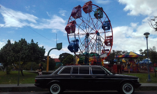 FERRIS-WHEEL-COSTA-RICA.-MERCEDES-W123-300D-FUN-PARK-TOURS.jpg