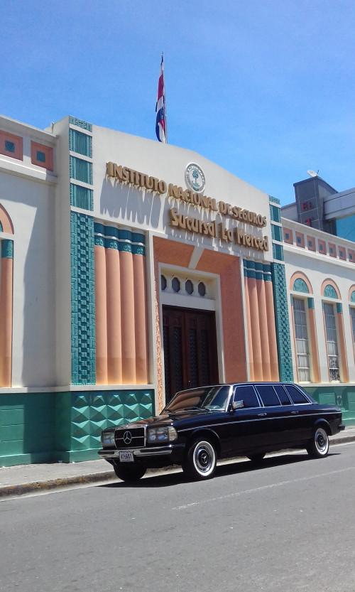 Instituto-Nacional-de-Seguros-INS-en-la-sede-de-La-Merced.-costa-rica-art-deco-mercedes-300d-limo.jpg