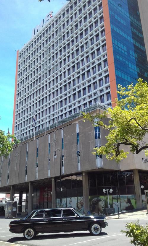 Instituto-Nacional-de-Seguros-de-Costa-Rica.-MERCEDES-W123-300D-LANG.jpg